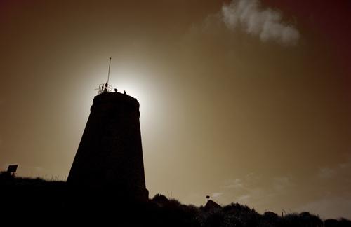 Faro de la Polacra a contraluz