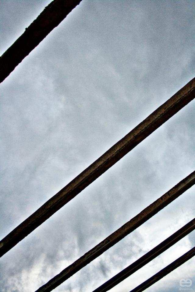 Vigas-para-sostener-un-cielo-gris