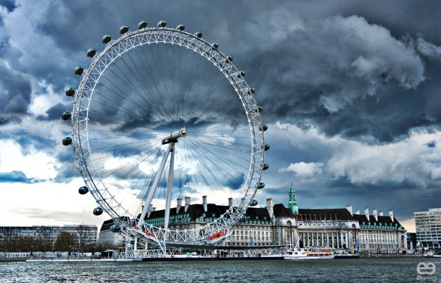 London-eye-in-deep-blue