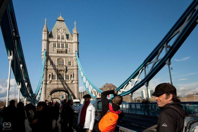 turistas-on-the-bridge