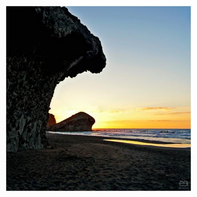roca cobijada en roca
